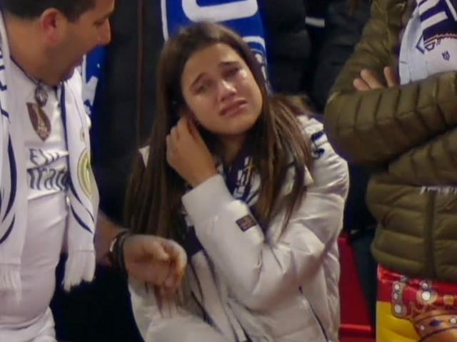 女球迷看台痛哭