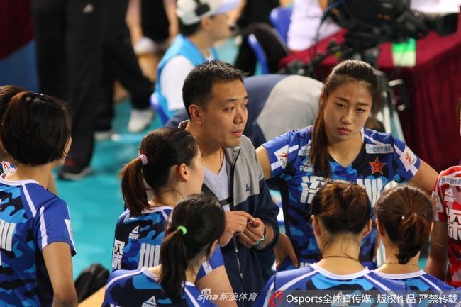刘晏含20分八一女排3