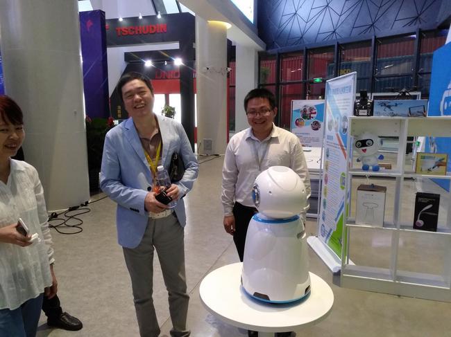马晓春与人工智能机器人对话