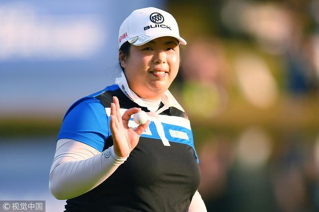 冯珊珊自比上野动物园熊猫