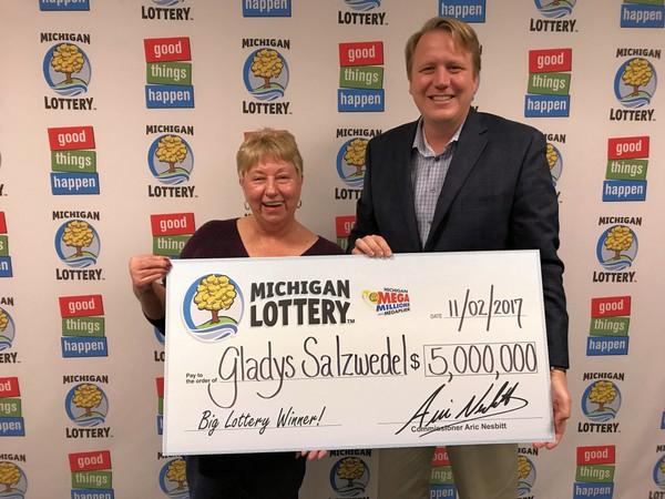 68岁护士20元中3千万大奖:终于可以退休了