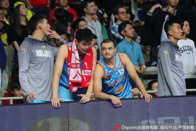 新疆教练组被锁场外,上海队回应