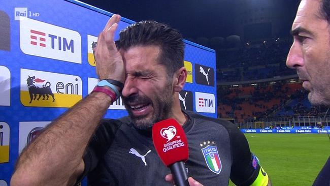 泪奔!布冯确认退出意大利队 四大老臣集体告别