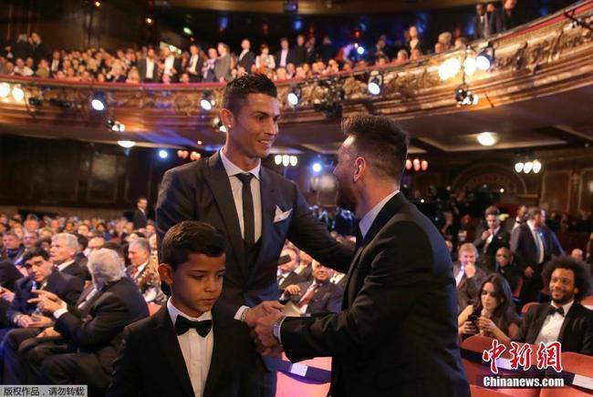 西媒:C罗质疑内马尔不值2.2亿 打赌进球能赢梅西