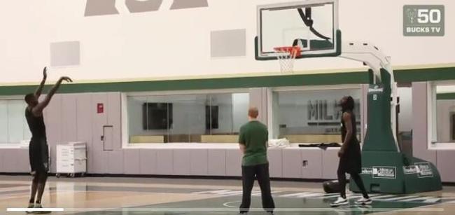 Garnett特訓公鹿黑瘦高!這倆人身形一模一樣(影)-Haters-黑特籃球NBA新聞影音圖片分享社區