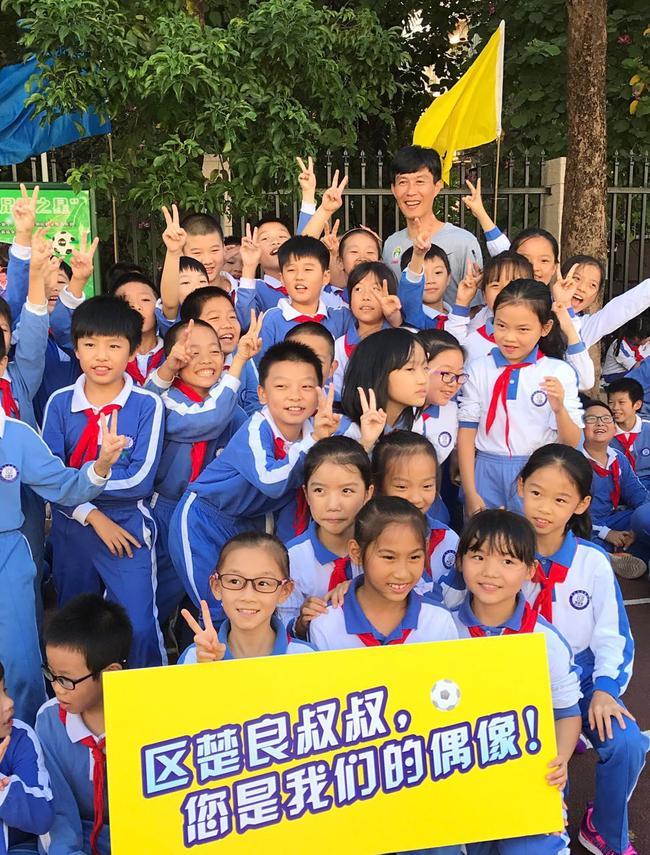 足球名宿辅导团走访深圳足球名校 现场辅导小
