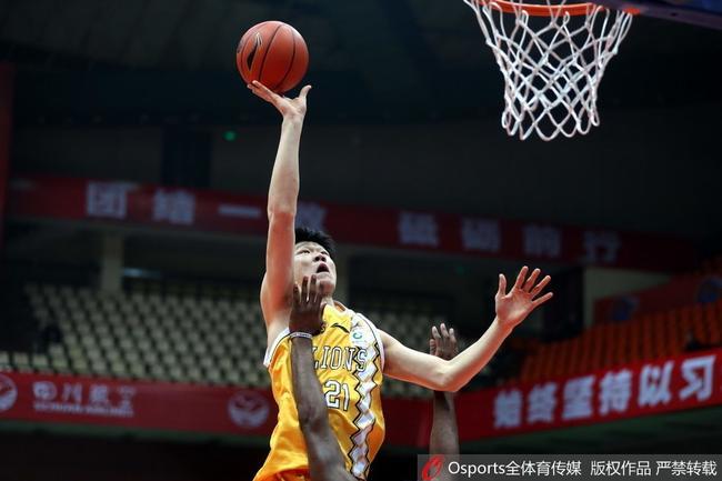 场均篮板暴涨至12个 胡金秋增重10公斤有原因