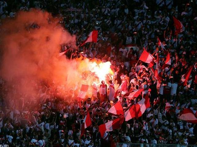 秘鲁球迷庆祝晋级世界杯