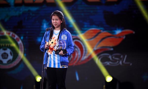 14岁少女鼓手感动中国足球:为姜至鹏绘告别漫画
