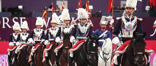 马德里马术周开幕式:骑兵帅气亮相预热赛事