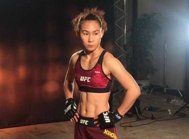 UFC首胜中国女将闫晓楠