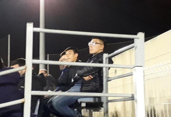 武磊现身球场,观看西班牙人青年A队比赛