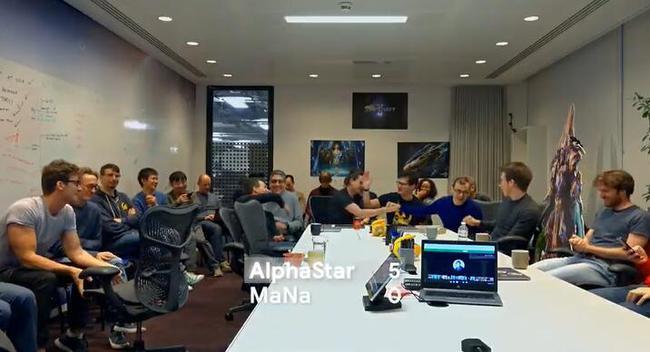 DeepMind科学家庆祝的一幕