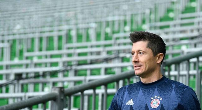 德甲-莱万破门+3中框 穆勒2助攻 拜仁客场3-1胜