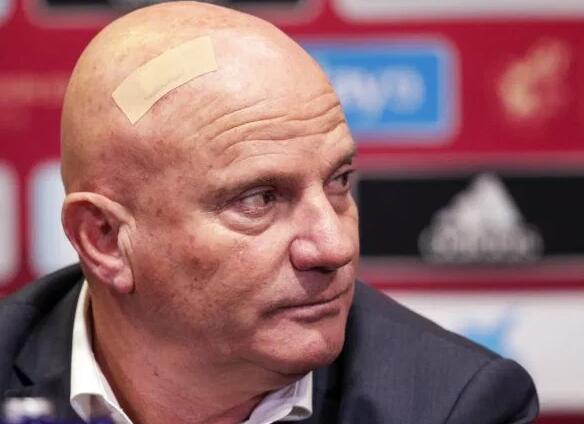 欧预赛离奇一幕 0比7之后 球队主教练失忆了