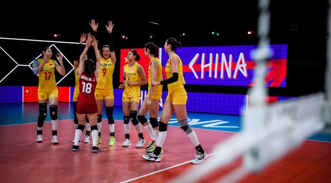 中國女排隊員慶祝得分 圖 新華社
