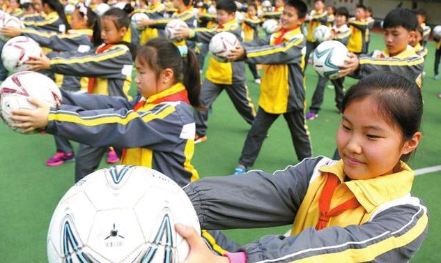 足球舞在校园中大行其道,靠它能推广校园足球?!