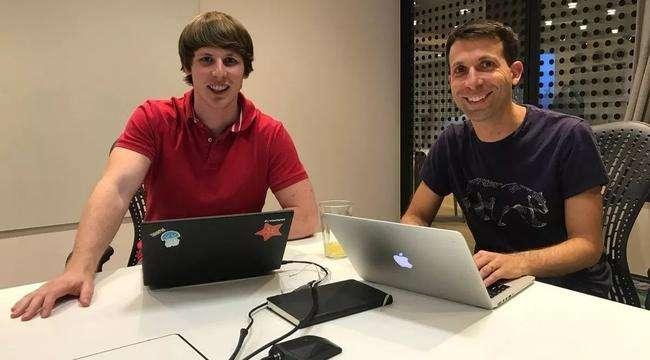 AlphaGo团队的David Silver(右) 与Julian Schrittwieser