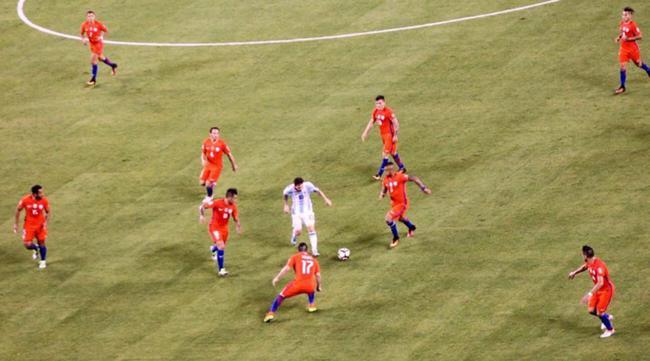 阿根廷的梅西是缺乏支援的