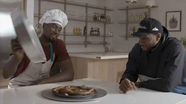全程高能!Ibaka請可愛吃牛鞭披薩,Leonard的表情耐人尋味!(影)