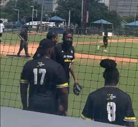 【博狗体育】场下交流很重要  小波特陪同哈登参加棒球赛