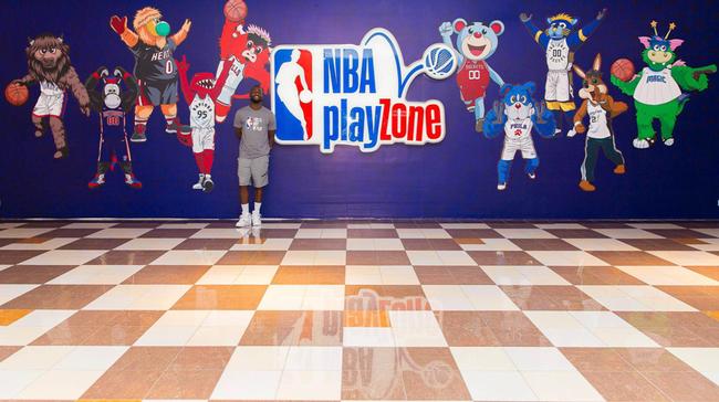 肯巴・沃克到访北京NBA乐园