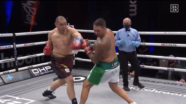 张志磊闪电KO美国拳手 22战全胜保持不败金身