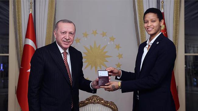 古巴天才少女巴尔加斯入籍 土耳其女排或添猛将