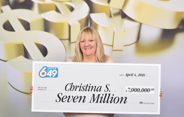 克里斯汀娜领取3453万大奖