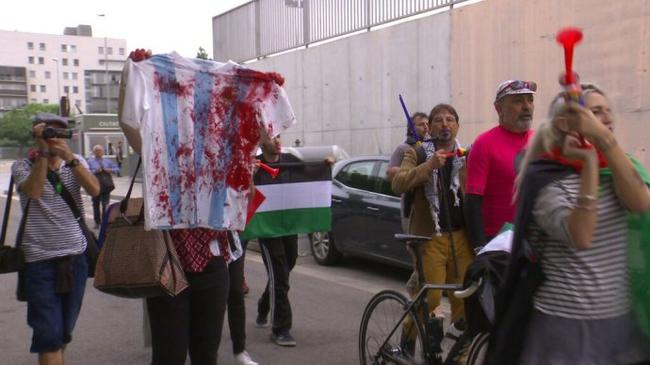 激进的巴勒斯坦分子来到甘伯城抗议