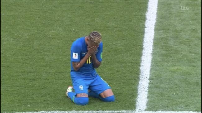 内马尔哭了