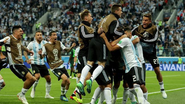 阿根廷球员庆祝绝杀