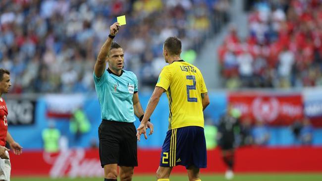 卢斯蒂格被罚黄牌将面临停赛