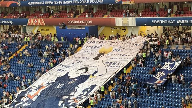 日本球迷挂出大空翼海报