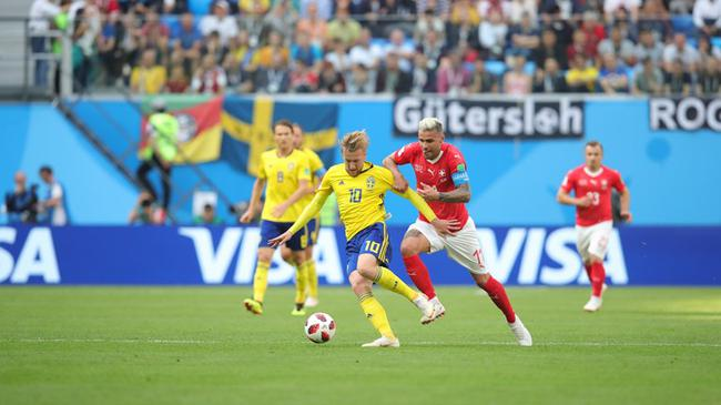 世界杯-北欧悍将错失良机 瑞典半场暂平瑞士