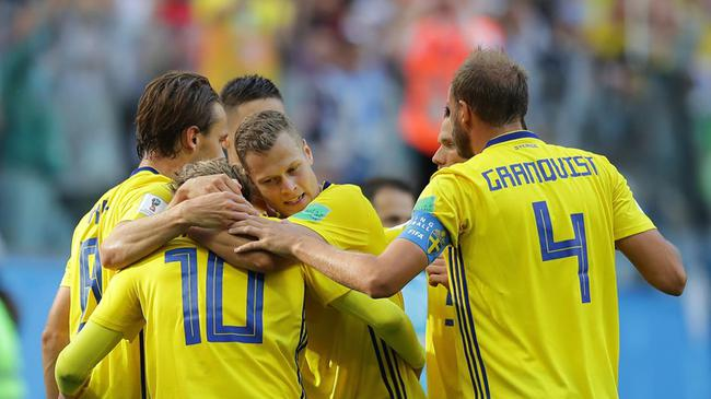 瑞典球员庆祝晋级
