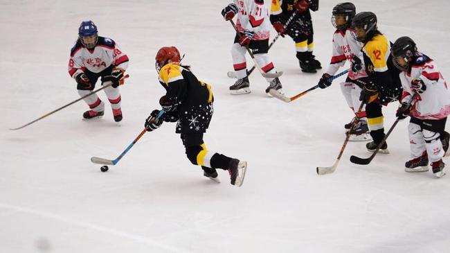 全國中小學生冰球邀請賽開幕