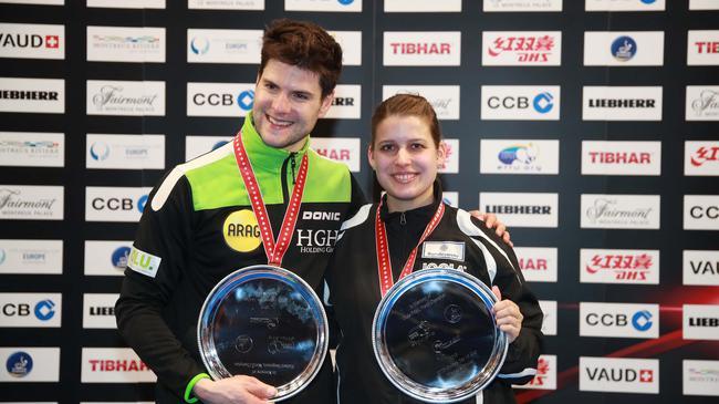 欧洲杯男单冠军奥恰洛夫和女单冠军索尔佳