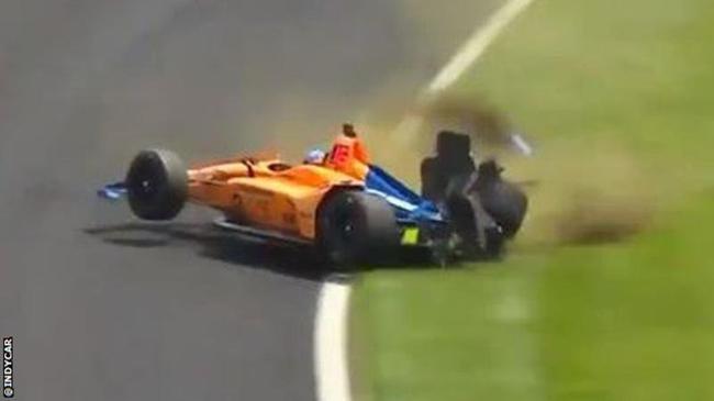 印地500大赛演习,阿隆索遭遇主要撞车事故