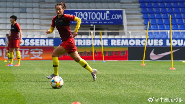女足最后的备战选择法国欧塞尔俱乐部阿贝德尚球场