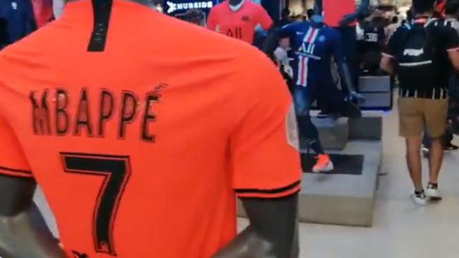 内马尔接近离队 巴媒:巴黎已停止出售他球衣
