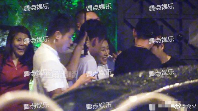 有网友正在北京奇逢张继科战一黑衣服女死