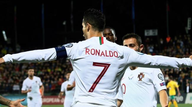 欧预赛-C罗大四喜 曼城大将2助攻 葡萄牙5-1连胜