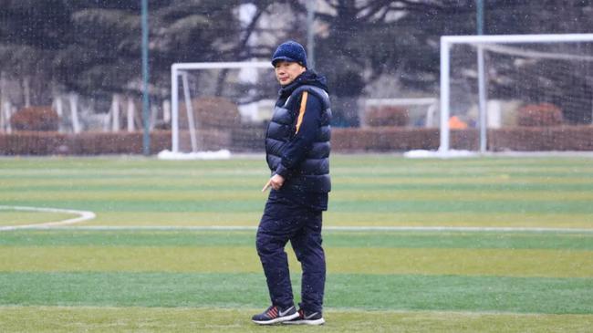 鲁能足校功勋教头:中国缺足球基础 留洋需踢比赛