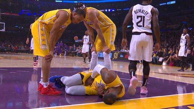 詹姆斯又伤了