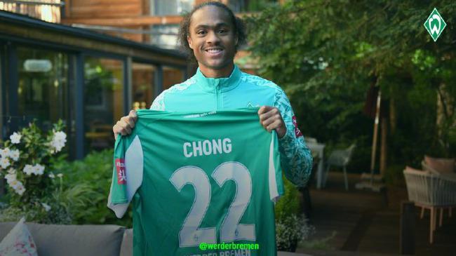 曼联官方宣布华裔小将租借离队 加盟德甲不莱梅