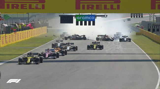 F1托斯卡纳大奖赛重启后的连环撞车事故