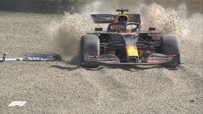 维斯塔潘在发车后就因为引擎动力缺失导致被追尾而退赛