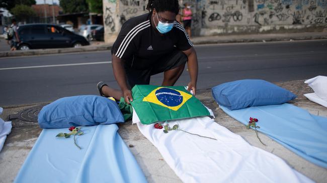 巴西裁判兼职新冠护士 裁决比赛之余还要裁决生死