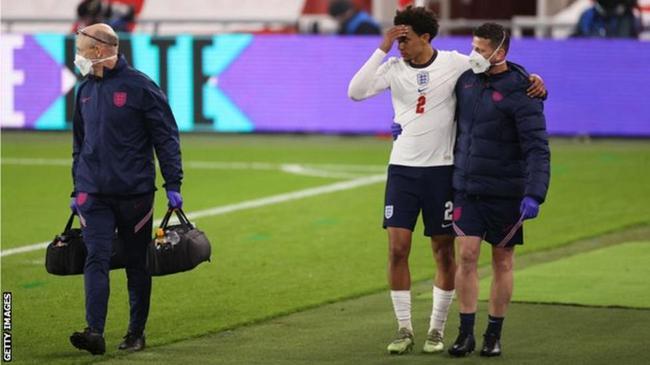 利物浦飞翼受伤告别欧洲杯?索斯盖特:观察一两天